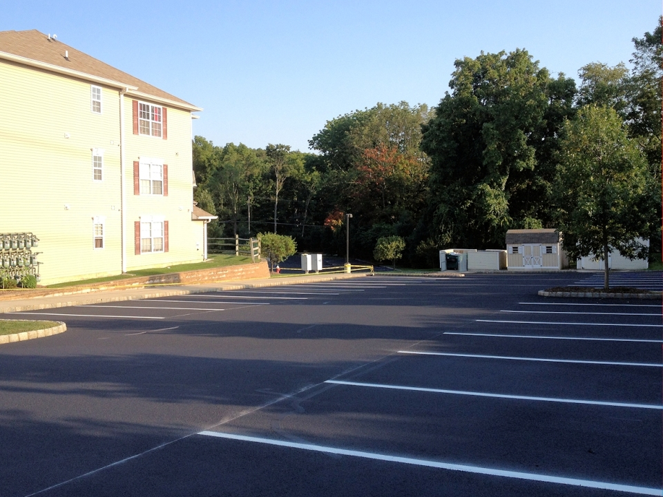 Commercial Sealcoating & Parking Lot Repair